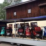 7 Roller + 2 Anhänger werden bei der Rollerschmiede verladen